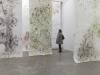 Ausstellungsansicht: hängende Rollzeichnungen